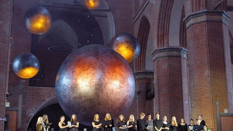 Stimmgewaltig: Die junge Inszenierung überzeugte mit einem großen Chor. Foto: Hollatz