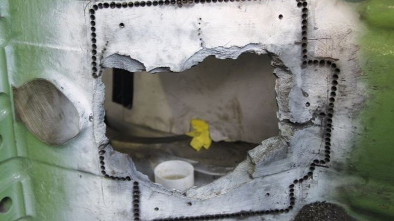 Vorarbeit: Um das defekte Stück herausbrechen zu können, wurden zahlreiche Bohrungen gesetzt. Foto: Werk