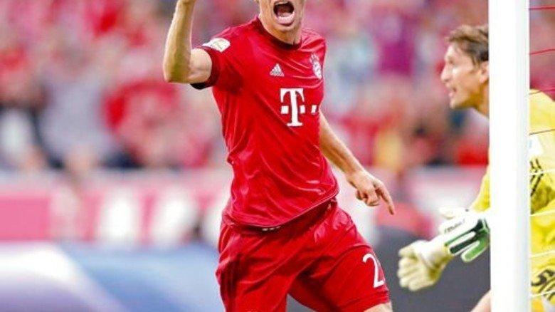 Bayerns Thomas Müller: Braucht kein Sky-Abo. Er spielt samstags lieber selbst. Foto: dpa