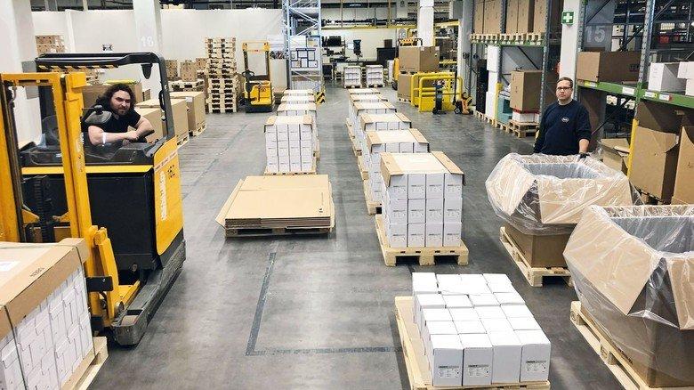 Logistik in Mannheim: Von hier aus verlassen die Tests das Werk.
