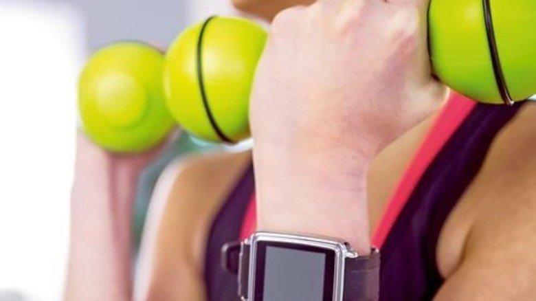 Schlaue Technik: Fitness-Daten kann man auf die Smartwatch übertragen, auswerten und vergleichen. Foto: Mauritius