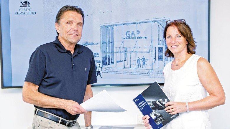 Nächster Coup: Unternehmer Bernd Schniering (mit Prokuristin Frauke Wüseke) plant ein Institut  für Digitalisierung.