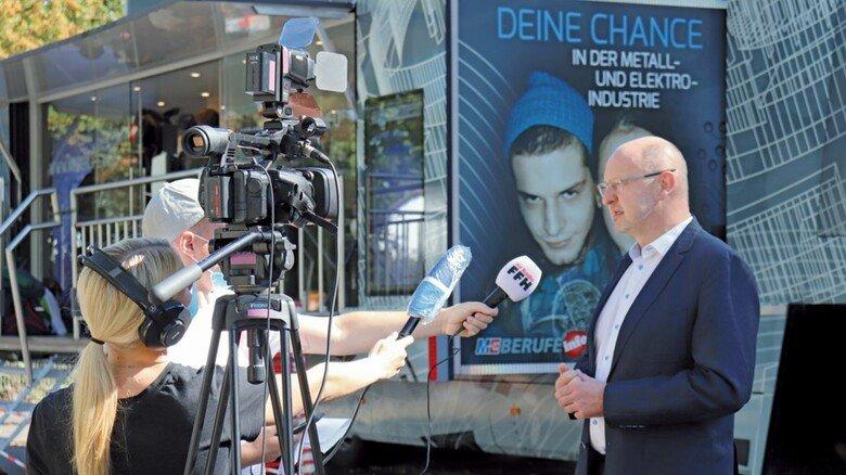 Neustart des M+E-InfoTrucks in Südhessen: Dirk Widuch freut sich am Medieninteresse an den Informationswochen zur Berufsorientierung.