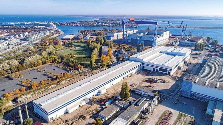 An der Ostseeküste: Das Werftgelände mit der neuen Halle 11, die kürzlich eingeweiht wurde. Foto: MV Werften