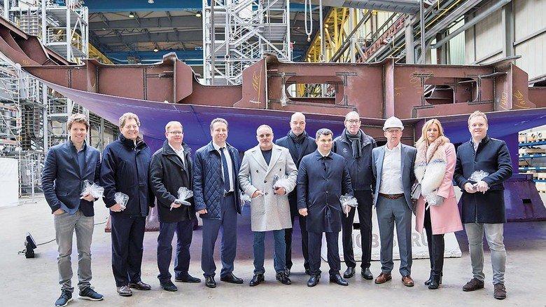 Baustart: Das Management von Nobiskrug und Imperial mit den Jacht-Designern.