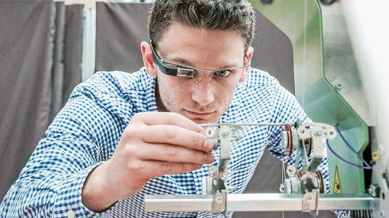Assistenzsysteme: Eine Datenbrille könnte bald Informationen sichtbar machen. Foto: Roth
