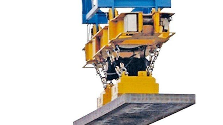 Clever Markiert: Dank RFID-Tag von Kathrein werden Stahlblöcke der Firma Thyssenkrupp auf das richtige Schiff verladen. Foto: Thyssen