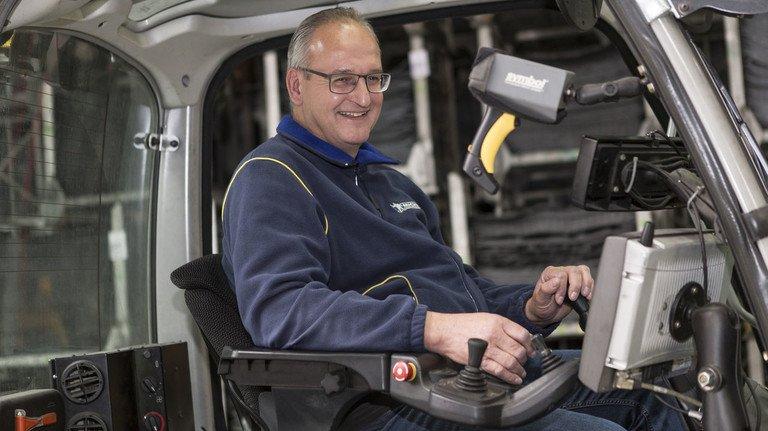 Motiviert: Peter Krause wechselte von der Reifenproduktion in die Logistik und ist heute für die Werktransporte zuständig.