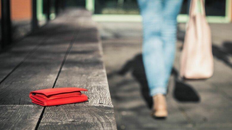 Wertvoller Verlust: Verliert man sein Portemonnaie, kann man nur froh sein, wenn ein ehrlicher Finder es im Fundbüro abgibt.