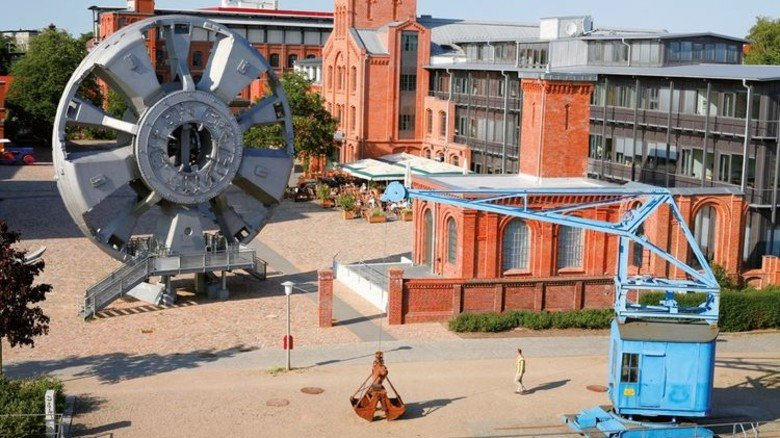 """Gewaltig: Auf dem Gelände steht das wuchtige Schneidrad der """"Trude"""". Foto: SHMH/Ulrike Pfeiffer, SHMH Museum der Arbeit"""
