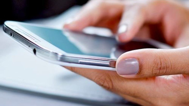 Modern: Im Smartphone-Gehäuse steckt jede Menge Klebe-Know-how. Foto: Fotolia