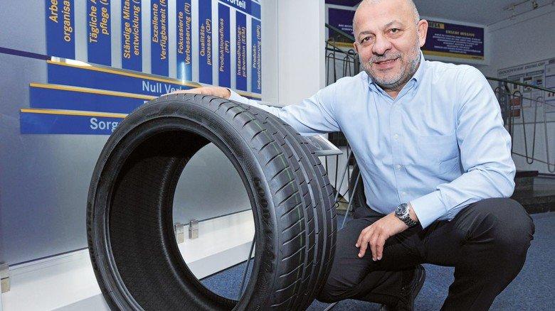 Produkte mit Pofil: Werkleiter Aykut Gidergi leitet den traditionsreichen Goodyear-Standort in Riesa.