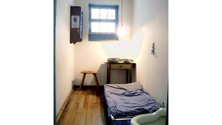 Gefängniszelle von 1930: Tagsüber durfte man sich nicht hinlegen!