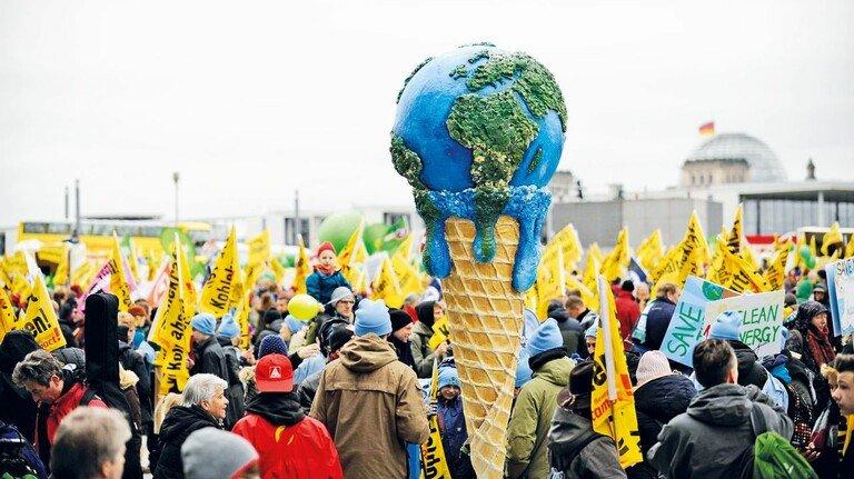 Mehr Klimaschutz! Seit Jahren fordern Demonstranten härtere Maßnahmen im Kampf gegen den Klimawandel – wie hier im November 2015 in Berlin.