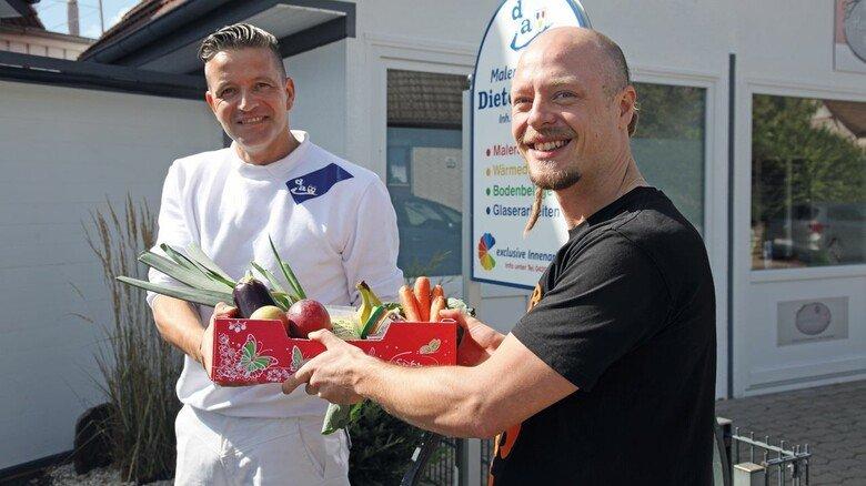 Nach Feierabend: Philippe Rosiefsky (rechts) engagiert sich als Food Saver und sorgt dafür, dass Lebensmittel, die noch essbar sind, nicht im Abfall landen.