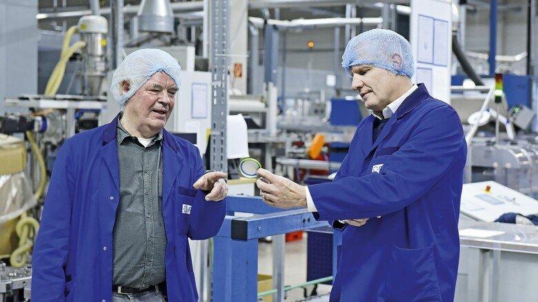 Austausch: Inhaber Wulf Eberhardt (links) im Gespräch mit Geschäftsführer Thomas Stock.