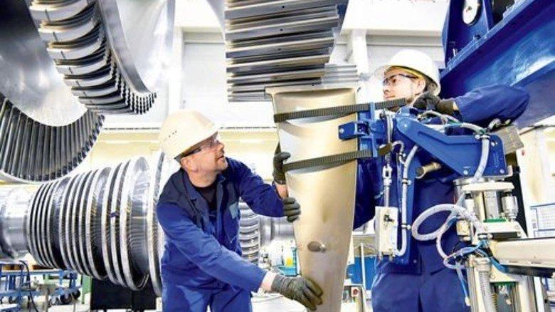 Maßarbeit: Individuelle Aufträge erfordern zusätzliche Mitarbeiter. Foto: Fotolia