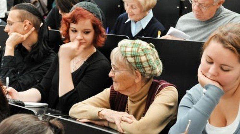 Lernwilllige Senioren: An deutschen Unis längst ganz normal. Foto: dpa