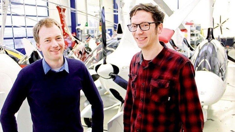 Viel Detailarbeit: Ingenieur Falk Sachs (links) und Designer Max Volk tüfteln an einer Innovation. Foto: Fuhrhop