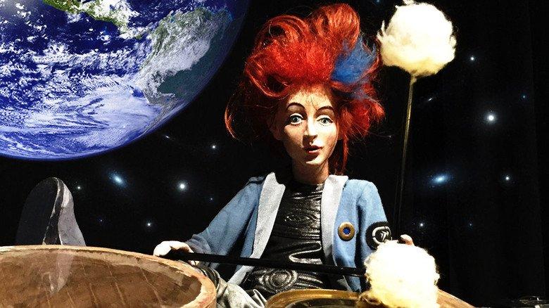 """Straubing: """"Auf dem Mond gibt's keine Töne"""" spielt im Weltall."""