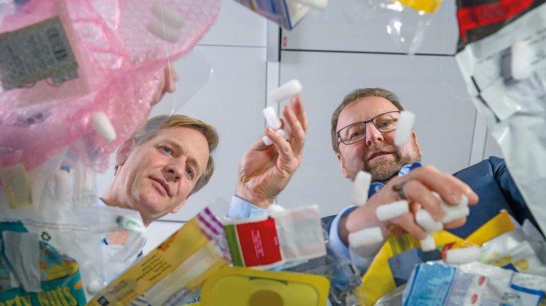 Sie setzen auf chemisches Recycling von Plastikabfall: Stefan Gräter und Andreas Kicherer (von links) vom Chemiekonzern BASF.