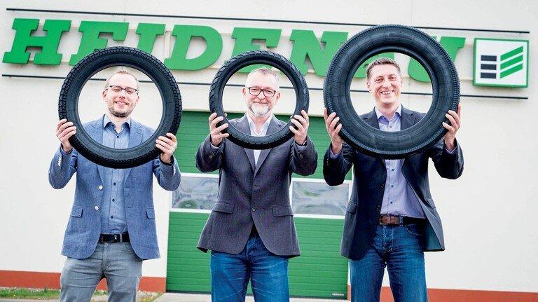 Wollen den Standort Deutschland hochhalten: Fertigungs- und Technikleiter Benjamin Illmann, Geschäftsführer Michael Wolf und Vertriebsleiter Pierre Schäffer (von links) des Reifenwerks Heidenau.