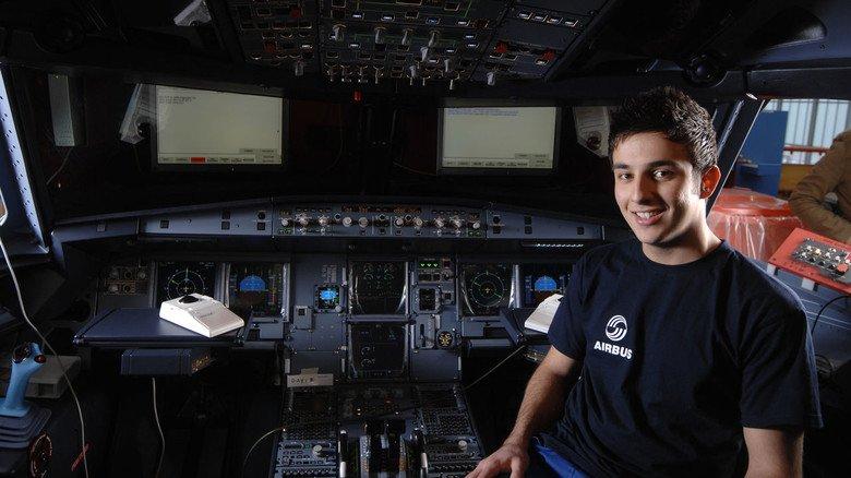 Fluggeräte-Elektroniker: Bundesweit suchen viele Unternehmen MINT-Fachkräfte, zunehmend vergebens.