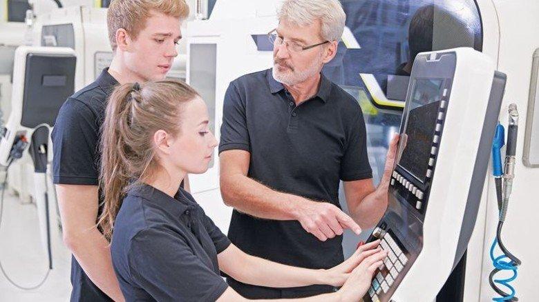 """Fit für die Industrie 4.0: Die """"Digitalisierung der Arbeit"""" gehört künftig zum Pflichtprogramm. Foto: Adobe Stock"""