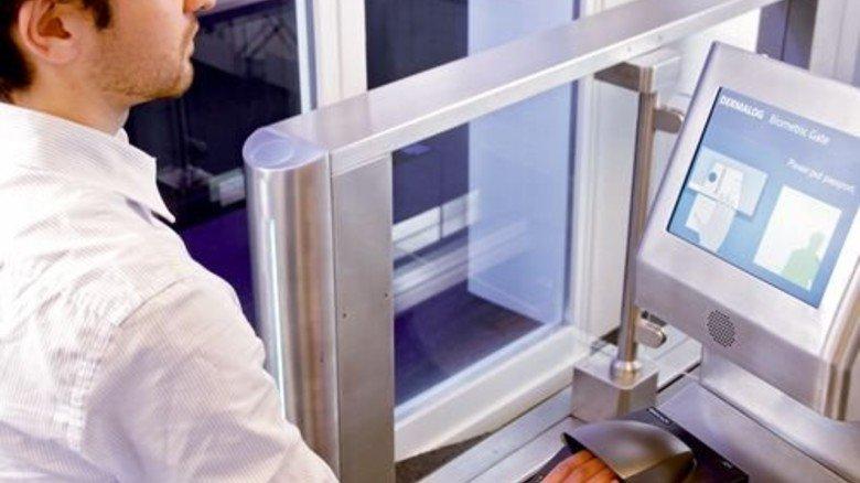 Kontrolle: Neben Finger-Scannern hat Dermalog auch Geräte zum Erfassen von Pässen im Programm. Foto: Werk