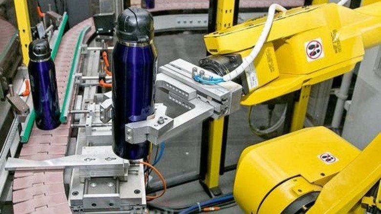 Kollege Roboter: Vieles läuft in der Produktion vollautomatisch. Foto: Mierendorf