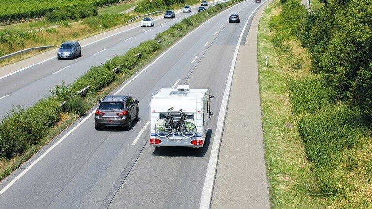Land der Autobahnen: Noch gibt es bei uns zahlreiche Lücken im Netz - und selbst kleinste zu schließen dauert zuweilen Jahrzehnte, wie das Beispiel der Eifelautobahn zeigt.