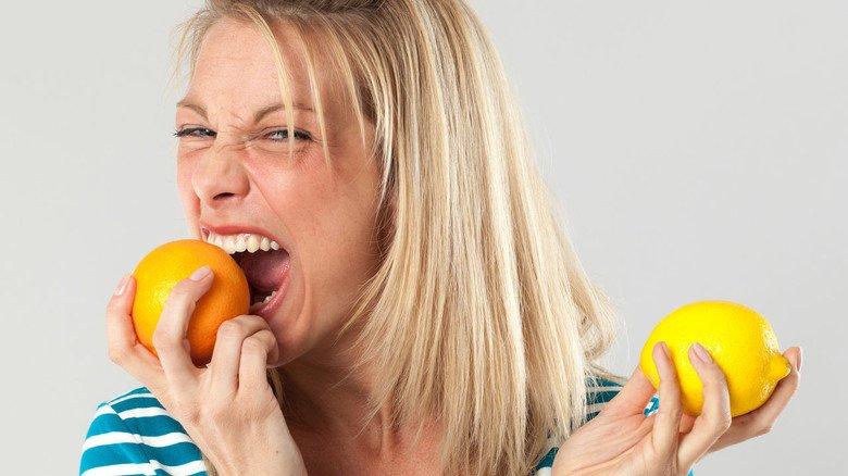 Es muss ja nicht gleich mit Schale sein, aber Zitrusfrüchte liefern viel Vitamin C und stärken die Abwehrkräfte besonders im Winter.