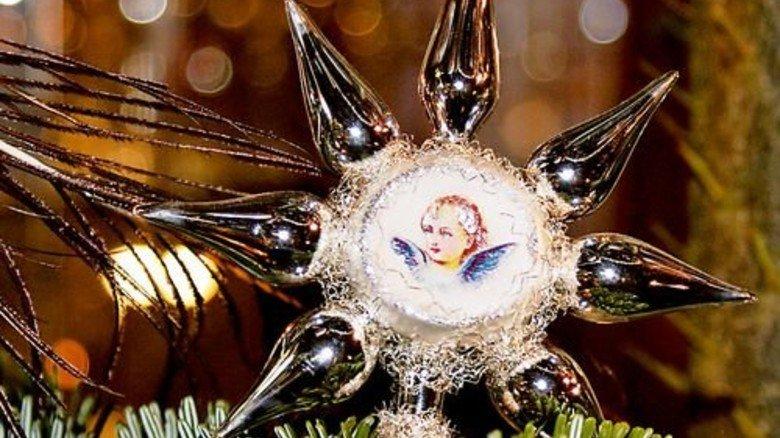 Spiegel der Zeit: Auch beim Christbaumschmuck wechselt die Mode. Foto: Kolban, Glasmuseum Wertheim