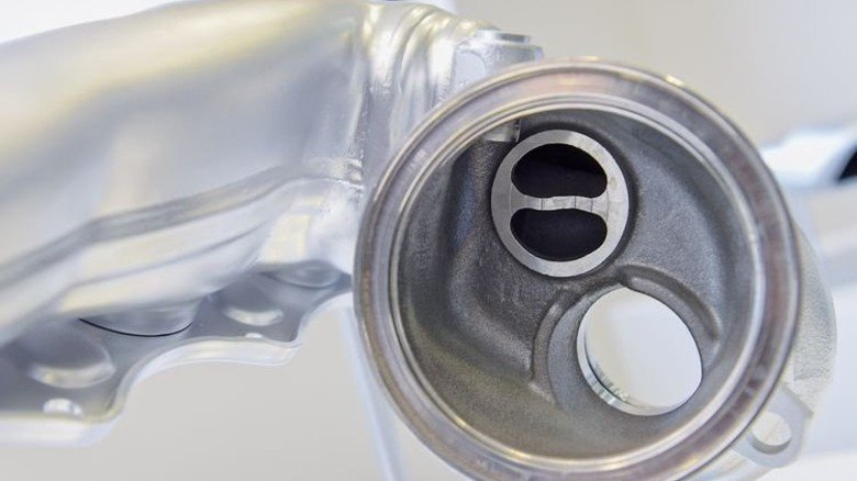 Werden immer noch gebraucht: Die klassischen Abgas-Systeme für Verbrennungsmotoren bei Pkw. Foto: Puchner