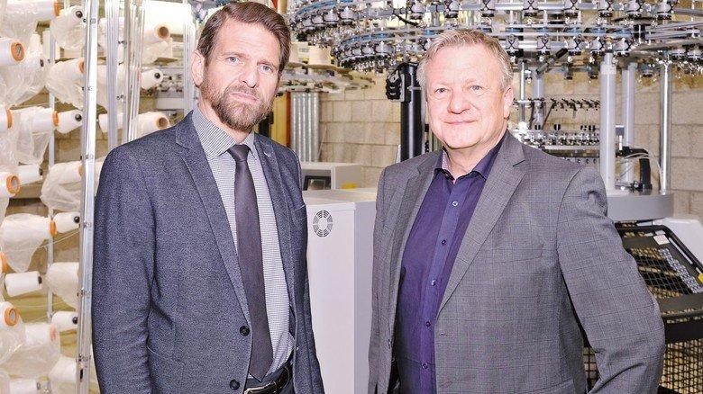 Setzen auf Austausch: Professor Lutz Vossebein (links) und Detlef Braun in der Maschinenhalle der Hochschule.