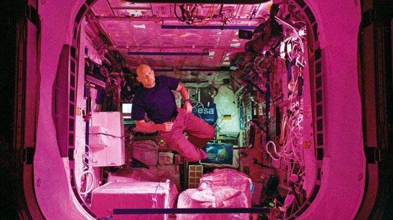 Er darf noch mal hin: Der Deutsche Alexander Gerst bei seinem Einsatz in der ISS. Foto: ESA-NASA