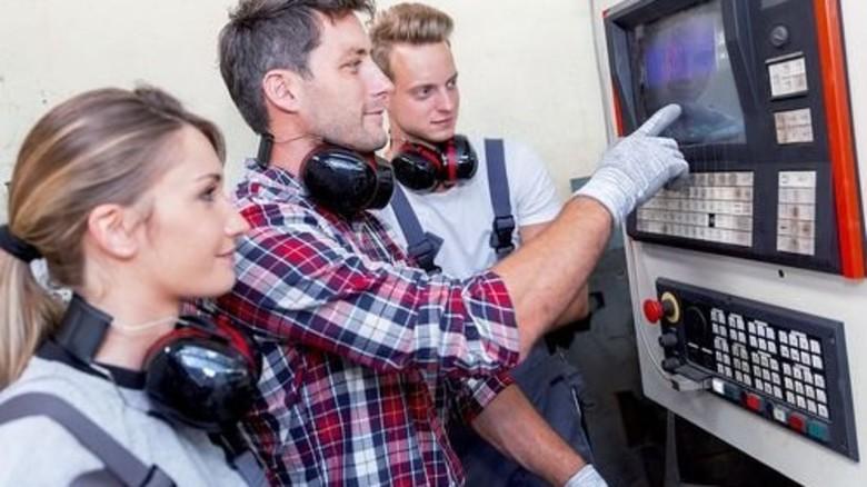 Ausbildung bei Metall und Elektro: Die Branche bietet gute Aufstiegschancen. Foto: Fotolia