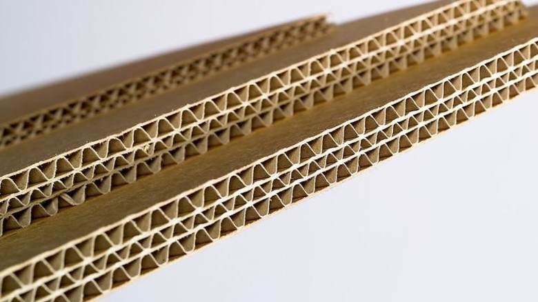 Solide: Die feinen Wellen zwischen den Papierbahnen verleihen Stabilität. Foto: Verband