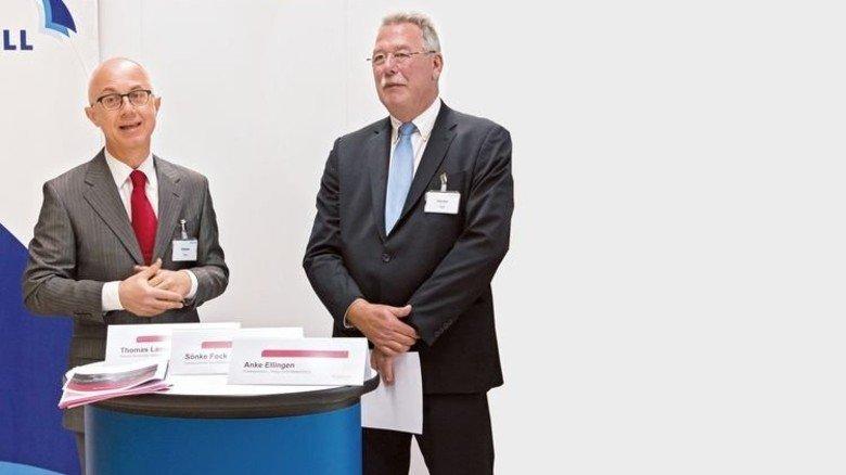 Gemeinsam aktiv: Sönke Fock (links) von der Hamburger Agentur für Arbeit  und Nordmetall-Präsident Thomas Lambusch. Foto: Bennet-Goeing