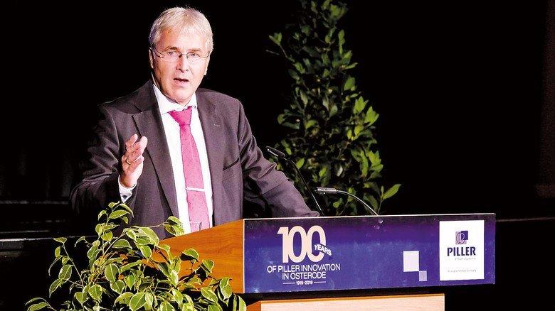 Festakt in der Stadthalle: Detlev Seidel, Geschäftsführer Operations von Piller, bei seiner Rede.