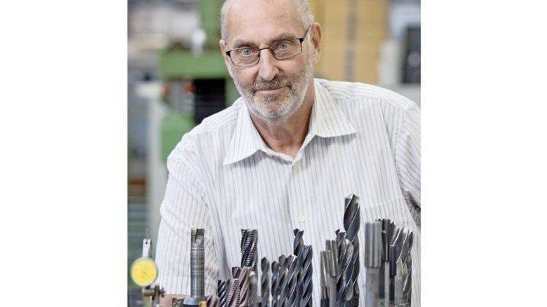 Kennt sich aus bei der Firma R.Stahl: Bereits 1966 startete Hans-Gerhard Vogel hier seine Ausbildung. Foto: Eppler