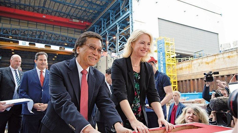 Kiellegung: Genting-CEO Tan Sri Lim Kok Thay mit MV-Ministerpräsidentin Manuela Schwesig. Foto: MV Werften
