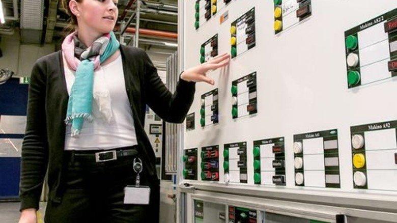 Digital wäre besser: Linda Egert möchte die Schichttafel vernetzen. Foto: Mierendorf