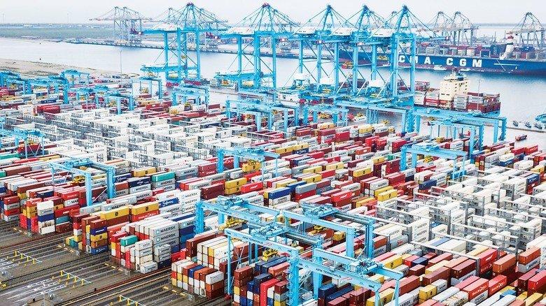 Umschlagplatz Rotterdam: 40Millionen Tonnen Güterverlassen jährlich den größten Seehafen Europas Richtung Großbritannien – doch wie sieht das in Zukunft aus?