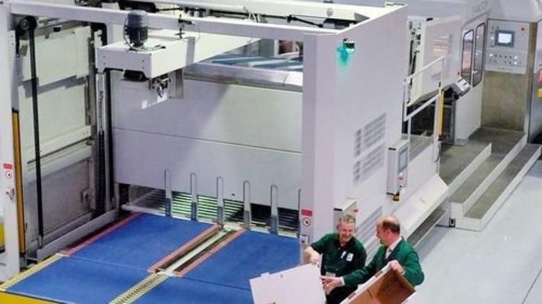 Prunkstück: Die neue Fünffarben-Druckmaschine mit Rotationsstanzwerk. Foto: Scheffler