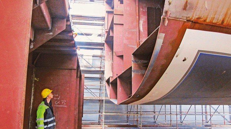 Großblockbauweise: Ein 90 Meter langes Schiff wird aus nur drei Blöcken zusammengesetzt.