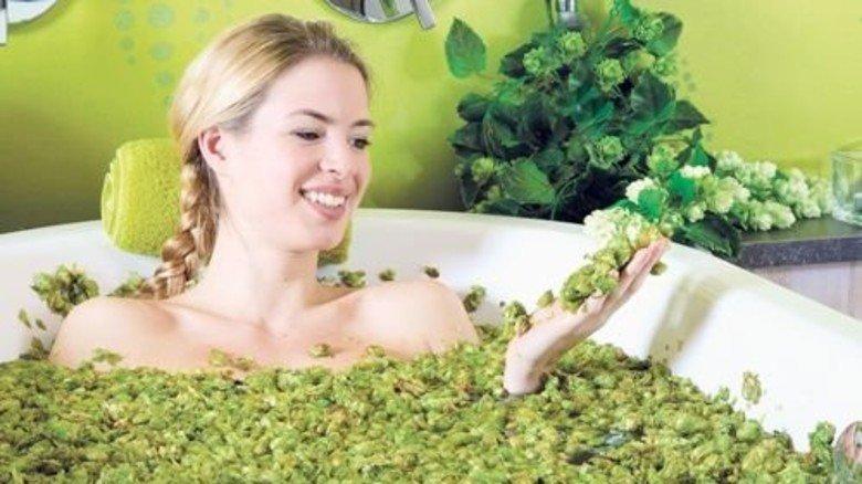 Relaxen auf Bayerisch: Bier-Wellness in der Hopfenwanne. Foto: obx-news