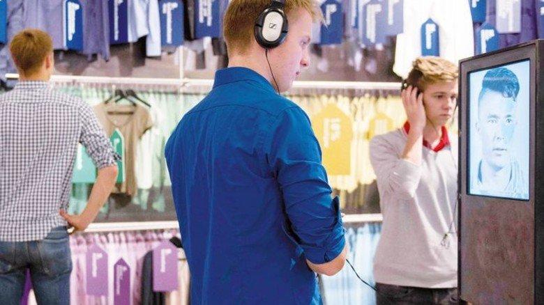 Berufswahl: Junge Menschen berichten an Medienstationen. Foto: Veranstalter