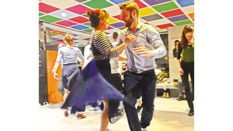 Viel Schwung beim Swing: Lindy-Hopper in der Stuttgarter Tanzschule Happy Feet. Foto: Veranstalter