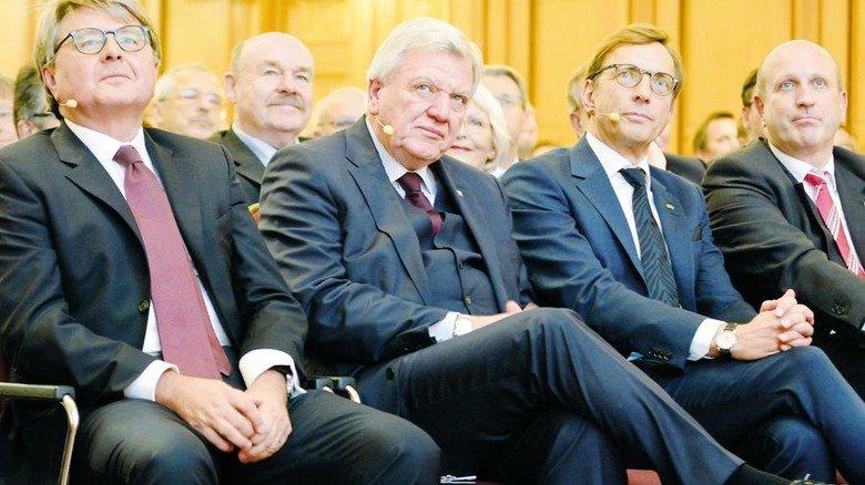 Für Hessen: Börsen-Chef Theodor Weimer, Ministerpräsident Volker Bouffier, Wolf Matthias Mang und Dirk Pollert, Präsident und Hauptgeschäftsführer der VhU (von links). Foto: Scheffler